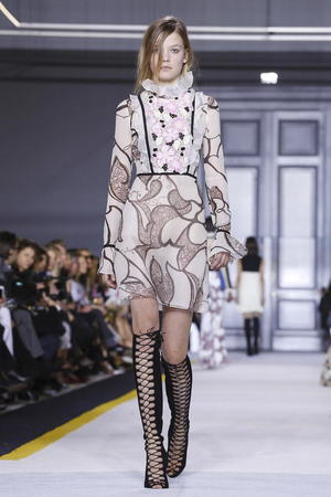 Giambattista Valli RTW Fall Winter 2015 Paris