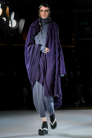 Yohji Yamamaoto RTW Fall Winter  2015 Fashion Show in Paris Paris